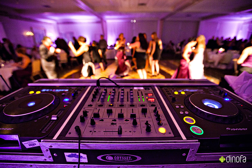 What to do about song requests at your wedding vancouver for 1234 lets on the dance floor