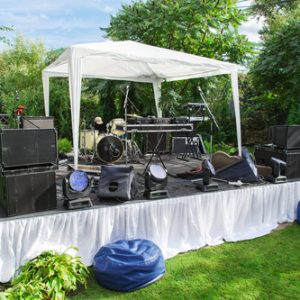 Top Tips for Hiring Wedding DJs to Perform at Your Wedding