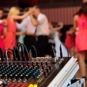 Four Tips for Setting up Your Wedding Venue for Your Wedding DJ